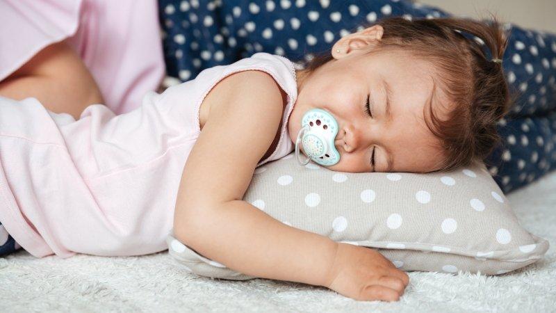 寶寶1歲多,怎麼培養自主入睡?