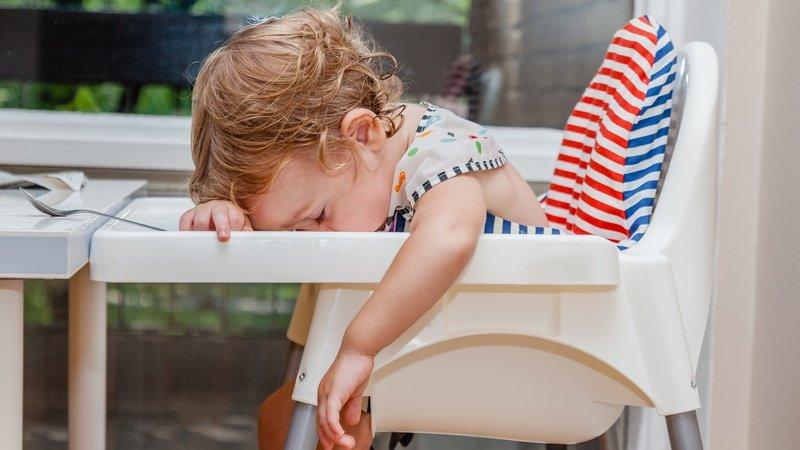 睡覺最大!為什麼小孩玩到一半會「斷電」?