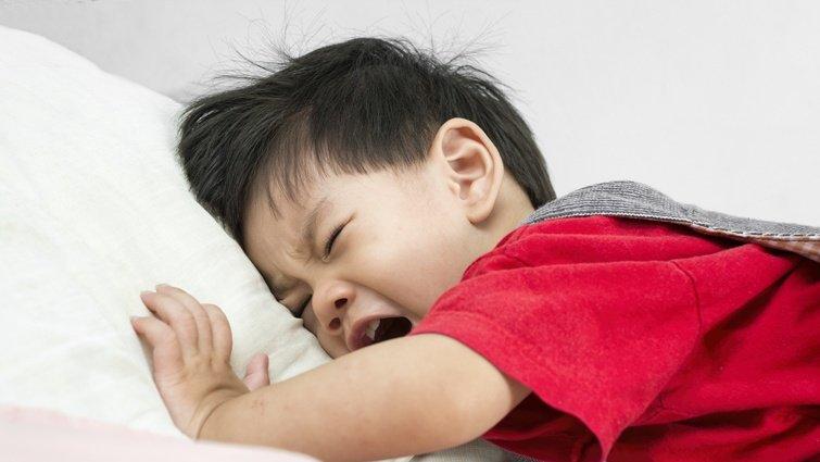 【請問教養專家】兒子怕處罰,調皮搗蛋後讓他罰站會大哭大鬧,該如何溝通?