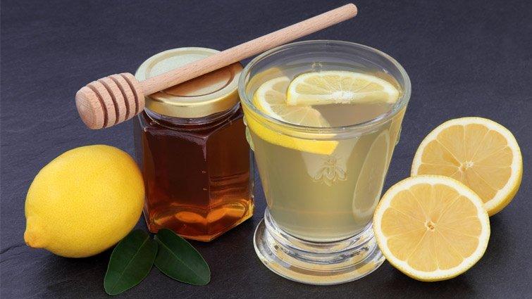 1歲內嬰兒不能喝蜂蜜,是因為蜂蜜裡有細菌