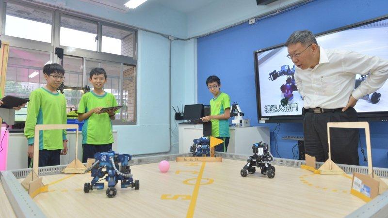 台北市長柯文哲:台北市推「三語」教育為學生預備AI時代能力
