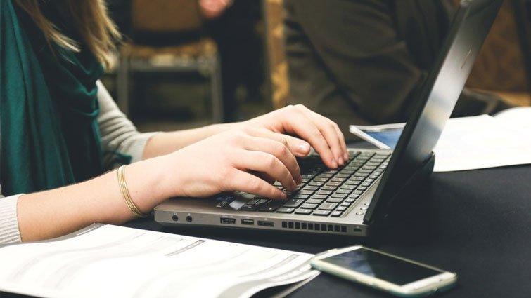 網路學習夯 電腦改作文時代來臨
