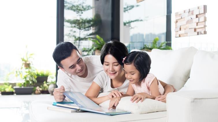 幼兒階段親子共讀,紙本書比電子書更好