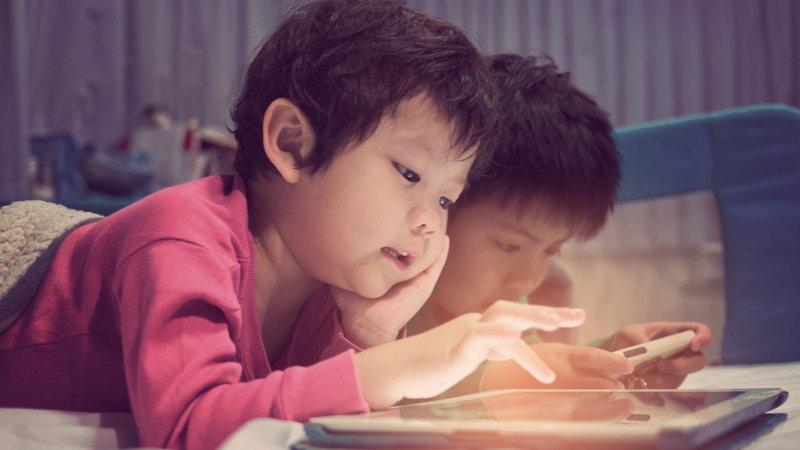 你的孩子被3C綁架了嗎?美國家長雇用戒手機教練