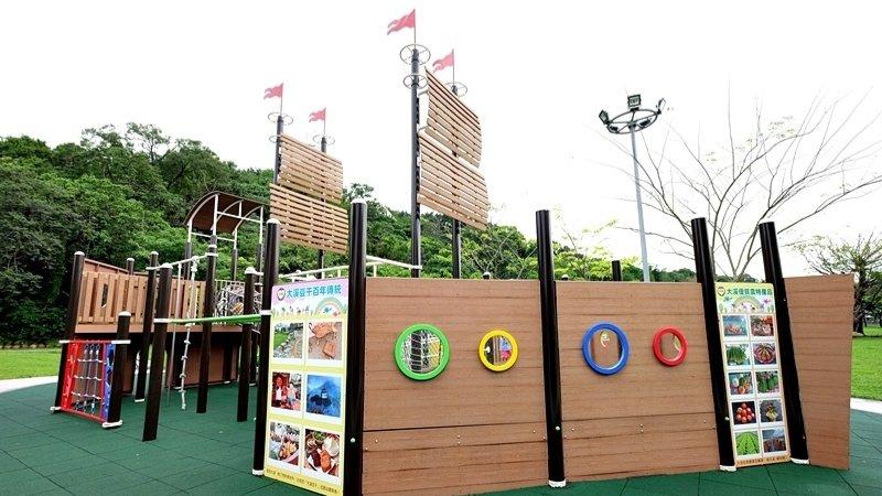 【桃園景點】大溪河濱公園:海盜船開進特色公園!兒童遊戲場、腳踏車越野場、落羽松林,滾草皮好放電
