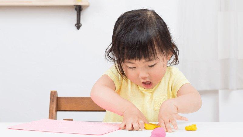 【Selena的讀寫日記】在家自己玩的童書遊戲書單:貼畫、塗鴉、尋找、燒腦、打繩結