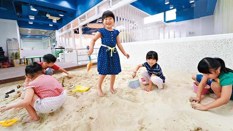 遊戲橘子創辦附設幼兒園:親子一起上下班