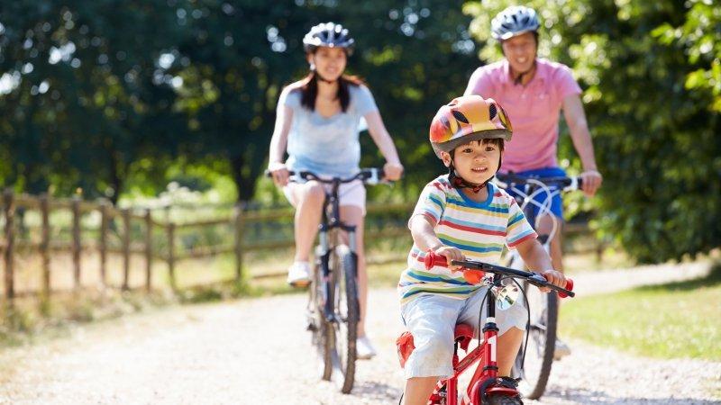 該游泳?還是騎腳踏車?如何幫孩子選擇合適的運動?