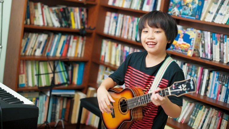 10歲烏克麗麗神童,求柯P特赦學校音樂課