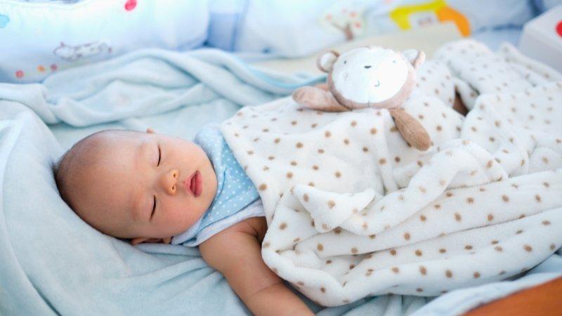 嬰兒睡眠訓練:滿六個月以上寶寶的調整重點