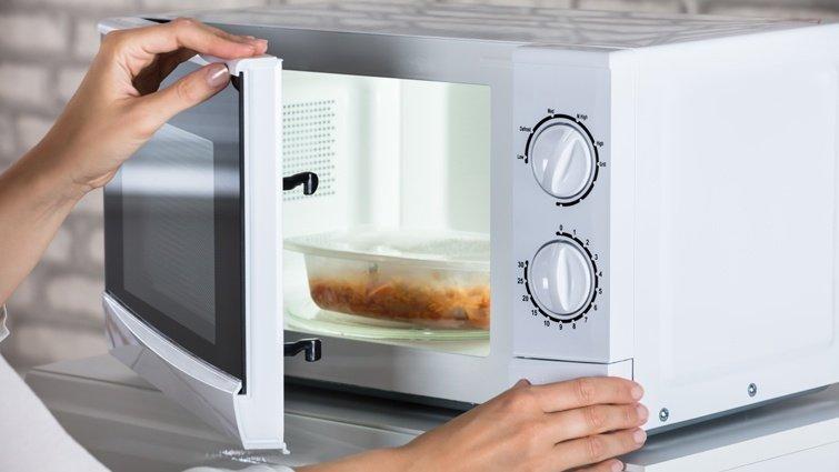 微波爐加熱不當,塑化劑增5倍