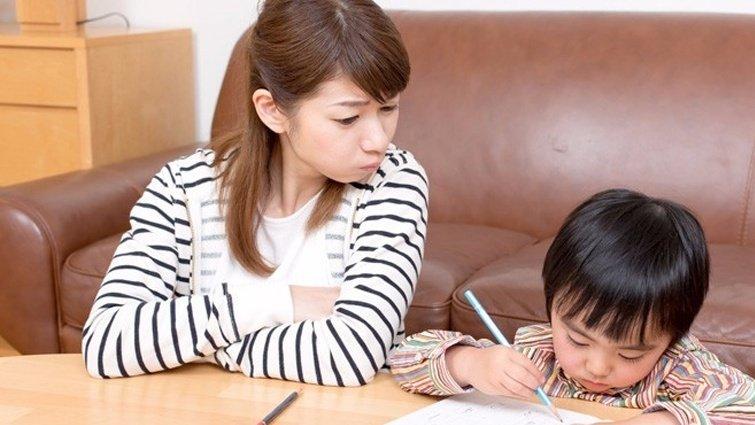 光光老師:孩子的作業擦不擦?小心「橡皮擦父母」造成孩子這5種狀況!