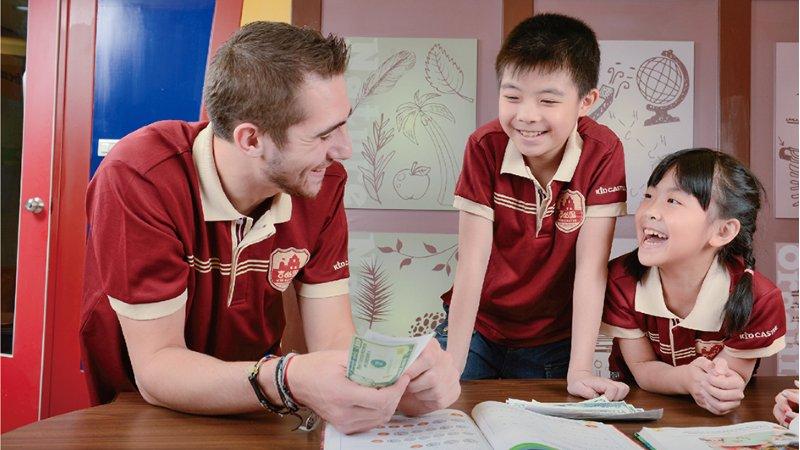 以美語連結世界,吉的堡陪孩子動手體驗學習