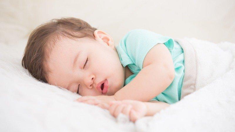 該怎麼訓練寶寶「睡過夜」?