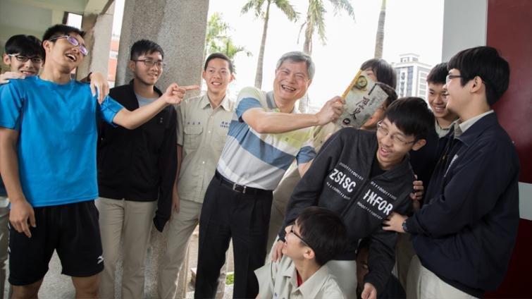 建中老師黃春木:讓自然組學生愛上歷史課的神奇老師