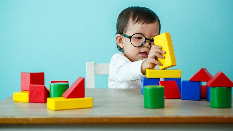 嬰幼兒的大腦比想像中更聰明?光光老師:寶寶是天生的科學家