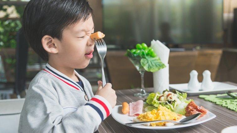 孩子不好好吃飯,亂丟食物怎麼辦?試試這3招