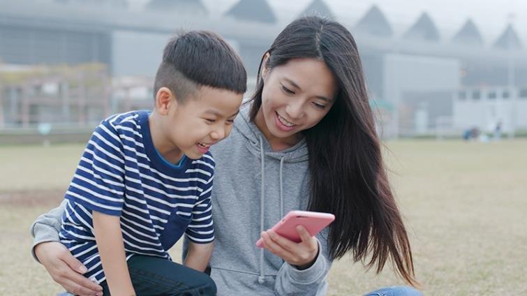 給孩子手機,家長需要的2思考2行動