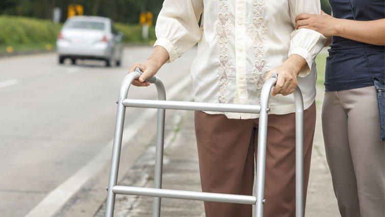 面對父母老去的勇氣:待在身邊,就是一種支持