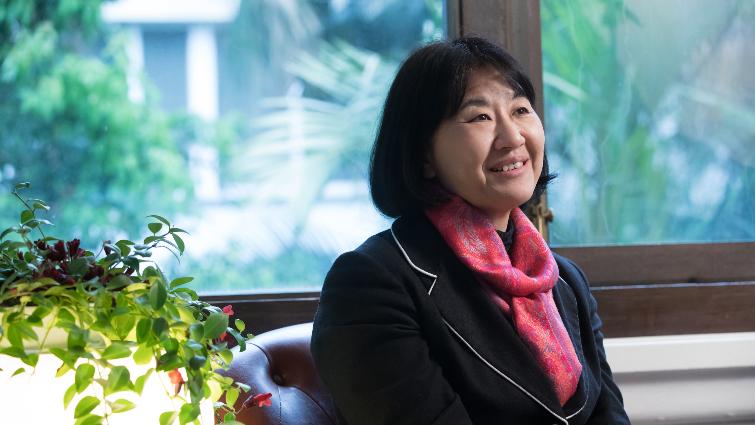 學中文,是為了逃到母親不理解的世界(新井一二三專訪之1)