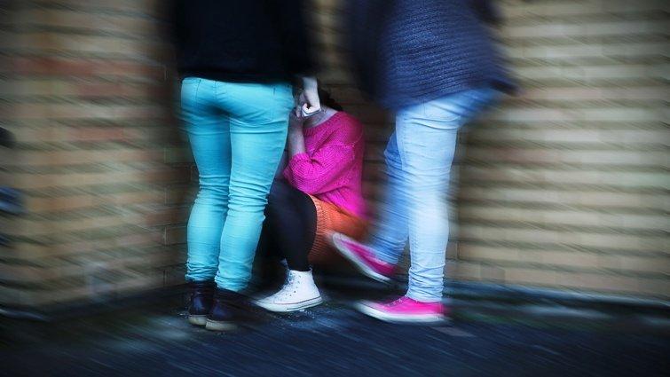 當女兒被霸凌或霸凌別人,父母該怎麼做?