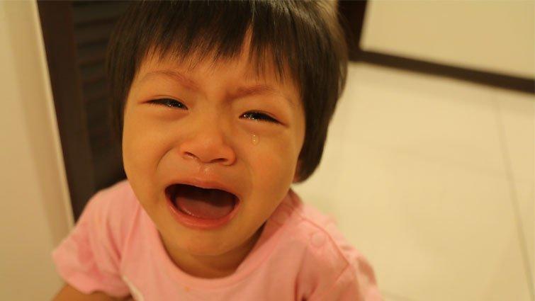 強迫小孩「不准哭」,他的心會生病