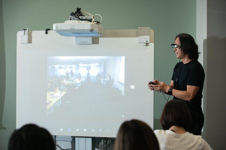 科技讓學習突破限制、延伸教室、連結世界資源!