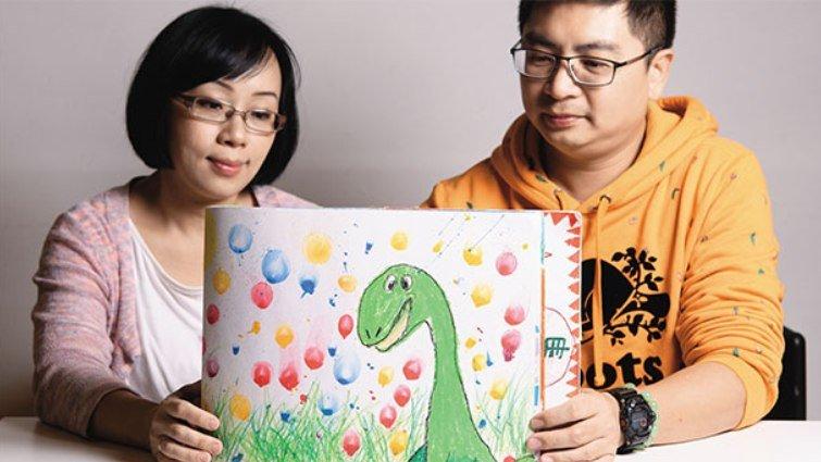 小畫家綺綺爸媽》陪女兒抗病10年 每一天都在學勇敢