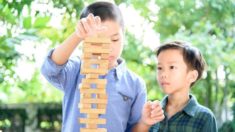 【請問教養專家】兒子不願與弟弟分享玩具,更將弟弟的玩具占為己有,該如何溝通?