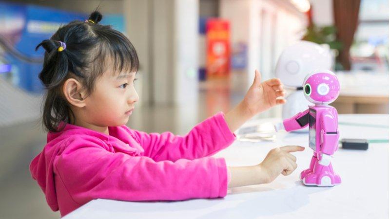 智慧生活暗藏陷阱?智慧尿布、AI 家教、語音助理……育兒與家務的智慧挑戰