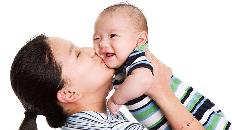 抱他就是愛他?也許只是爸媽的一廂情願 察覺每個孩子內心的真正需求