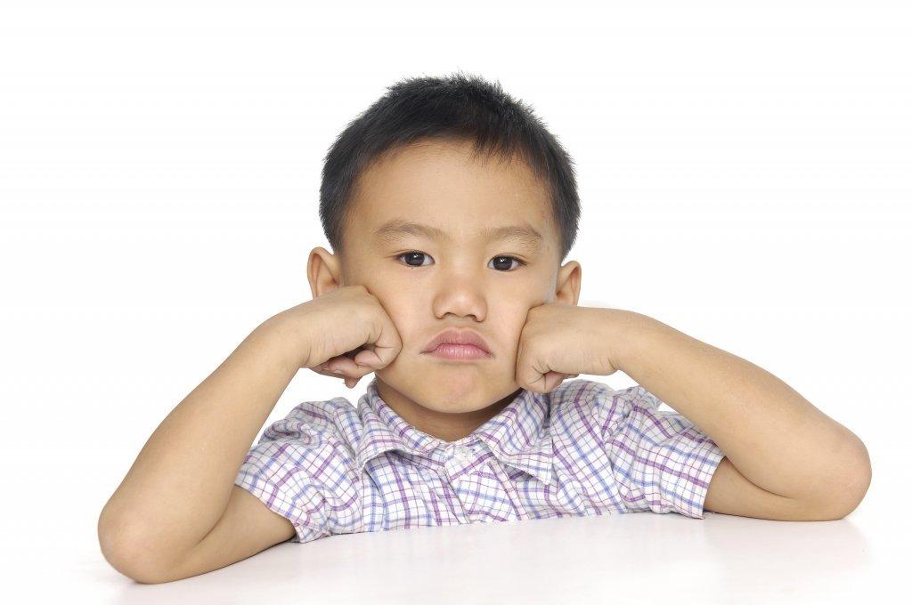 孩子不收玩具、鬧情緒怎麼辦?蒙特梭利教養三招這樣做