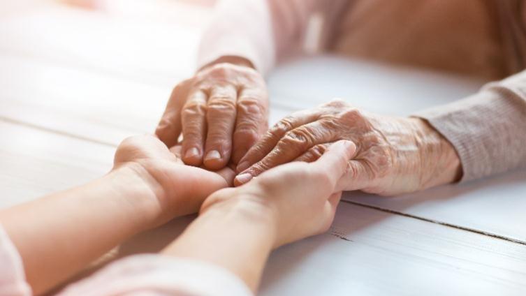 陪伴照顧失智症患者,是全家人的功課