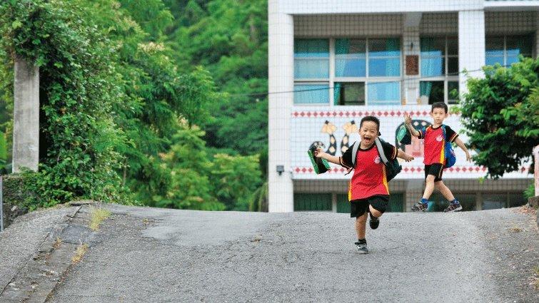 藍佩嘉:要求家長參與的教學,考量偏鄉隔代教養了嗎?