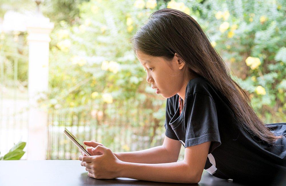 掌握給孩子手機前的黃金時刻:父母和老師一定要做的3件事
