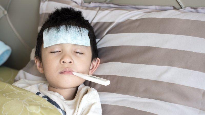 家長注意!成人也會得到腸病毒:腳底長滿水泡,超痛!