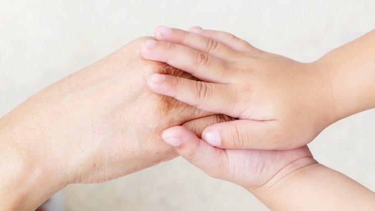 我們能不能拉著孩子的關鍵,是孩子願不願意拉著我們的手