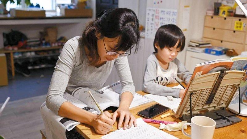 自學生家長諶淑婷:停課不停學,正好能培養孩子自學力