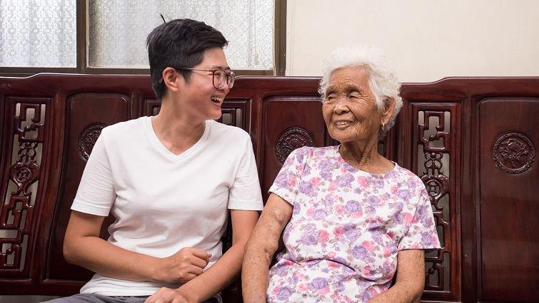 快樂姊與85歲網紅嬤的相處秘訣:衝突時多問「為什麼」,而不是想著你「應該」