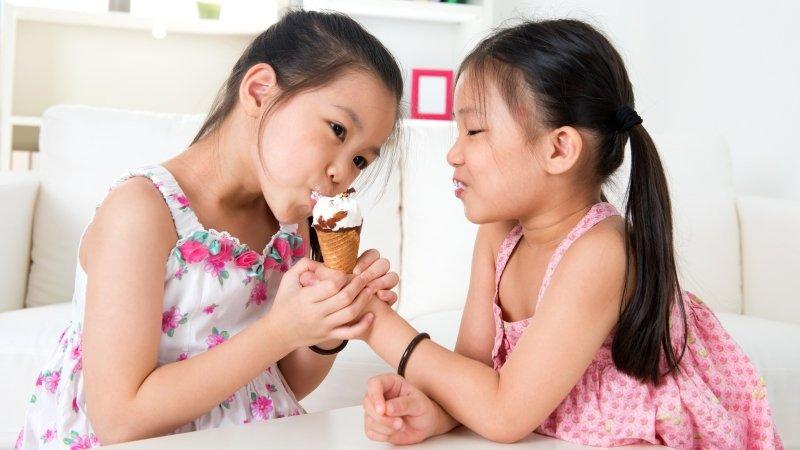 明知不該給孩子吃零食,卻做不到,該怎麼辦?