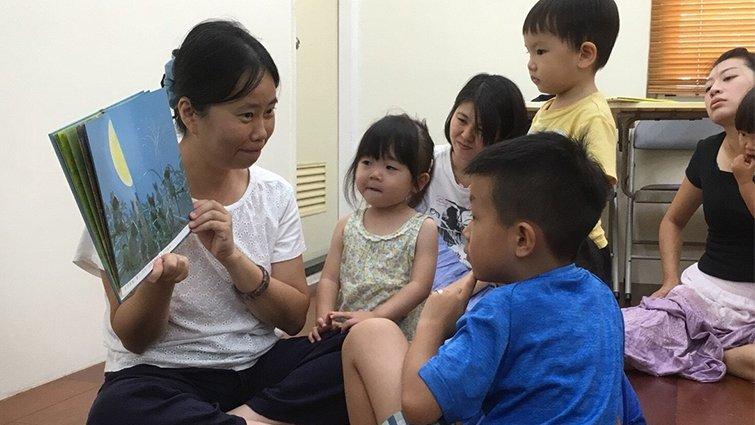 小不嚨咚親子繪本讀書會──吳在媖:陪伴孩子不用很多的玩具,「故事」就是很棒的活動