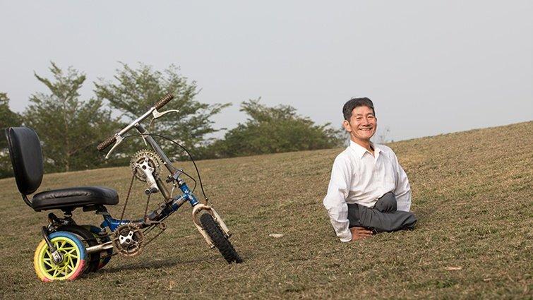一個逆轉勝的燦爛生命:用手走路的發明王劉大潭