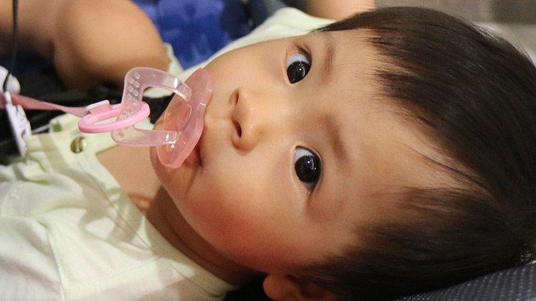 小兒科醫師:小寶寶流手汗的真正原因,爸媽都搞錯了!
