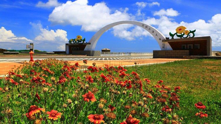 暑假衝一波,台灣10大跳島小旅行:澎湖漁翁島篇--天人菊盛開的海角美境