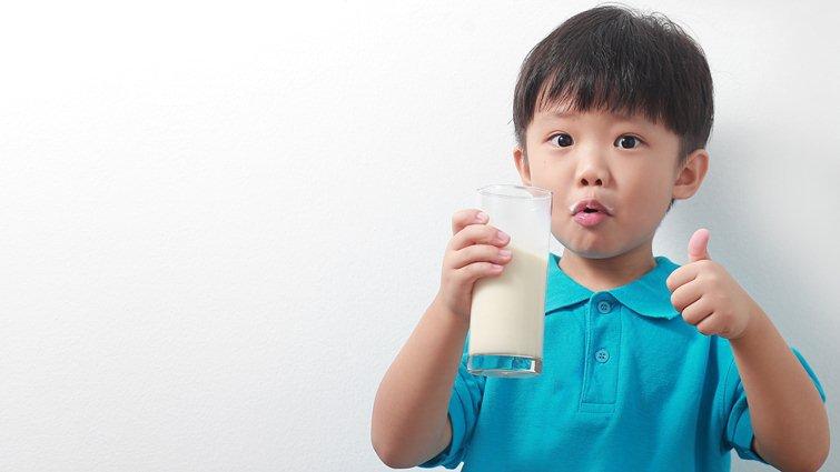 營養基金會調查:小學生鮮奶喝不夠,平均矮3公分