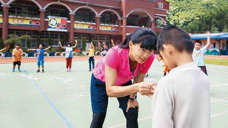 偏鄉體育老師奪師鐸獎  王寶莉:當一位心靈捕手,不漏接任何一個孩子