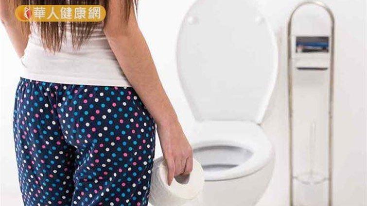 大便黏馬桶是腸癌前兆?醫師這樣說