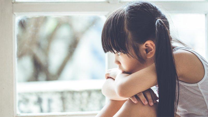 懂事女孩的背後:感受到自己是父母的「累贅」