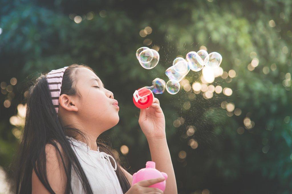 透過奇幻冒險故事《泡泡精靈》,賦予孩子滿滿的「勇氣」!