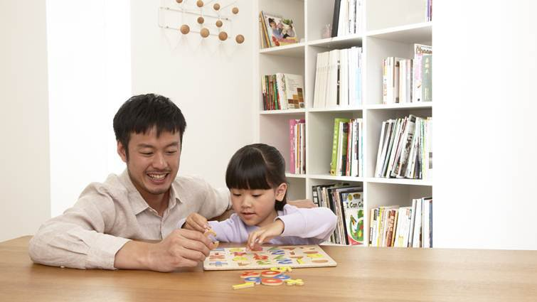 想成為更快樂的媽媽?學著問自己「爸爸會怎麼做?」